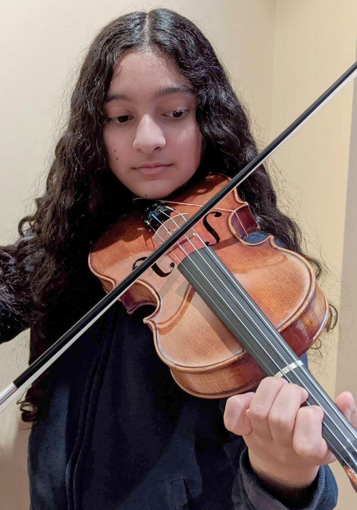 Marisa Triola '24 with violin